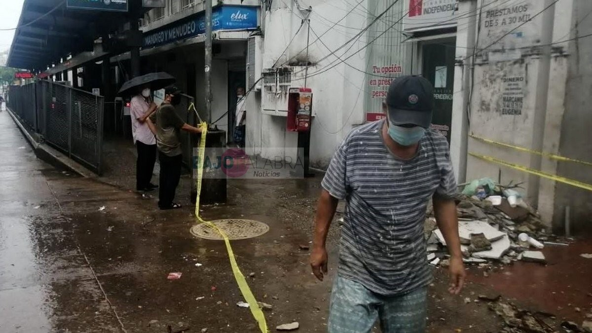 Lluvias aumentan los daños del terremoto en Acapulco; colapsan edificio y alberca 2