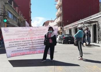 Bloquean y protestan jubilados en Chilpancingo; exigen pagos 7