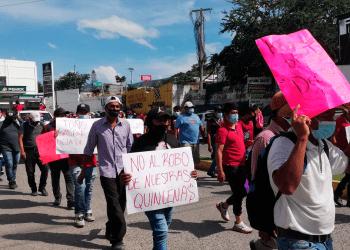 El motivo de la movilización es porque el alcalde de Chilpancingo no ha pagado la primera quincena de septiembre a 700 empleados de su agrupación.