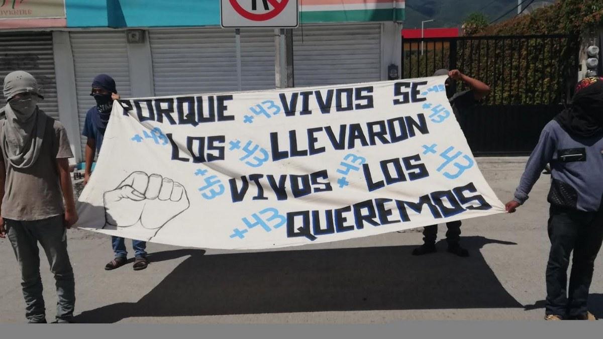 Normalistas de Ayotzinapa se movilizan en Chilpancingo; piden liberación de recursos 1
