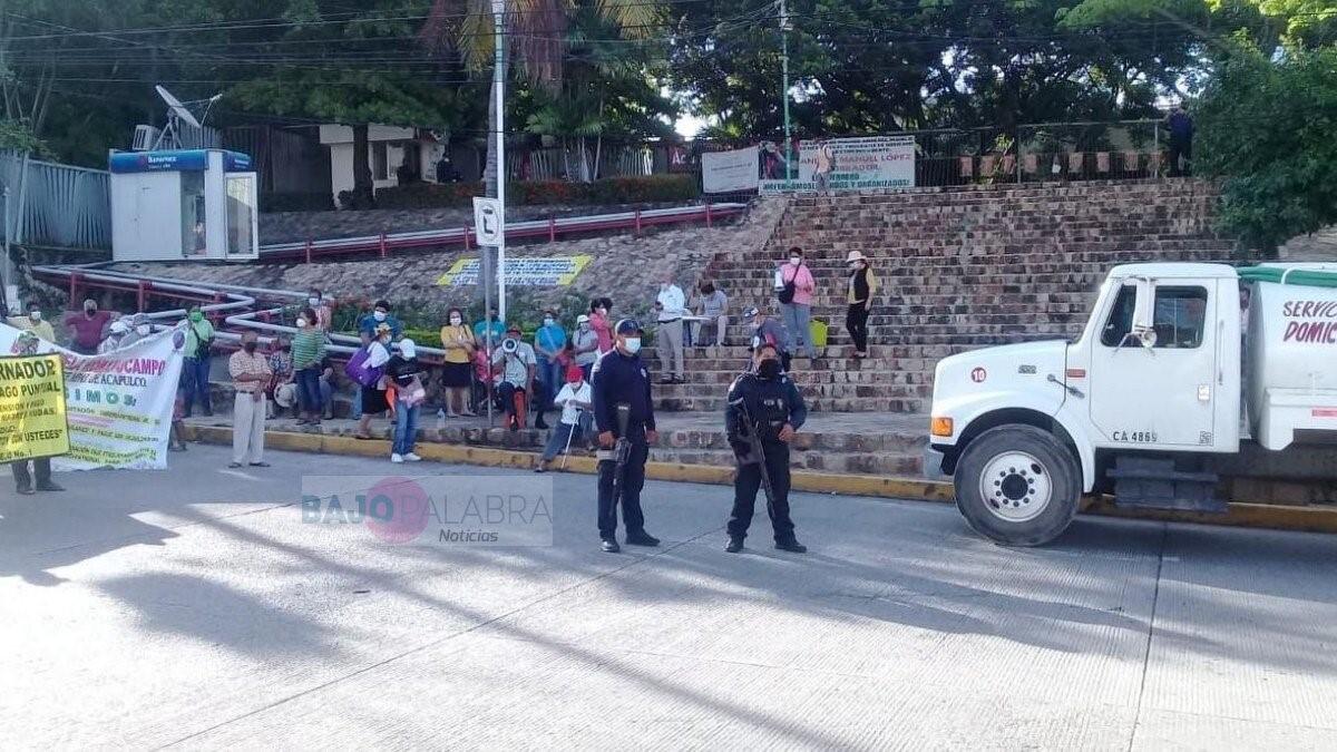 Piperos bloquean la Cuauhtémoc y amagan con mañana cerrar la Costera y los accesos a Acapulco 1