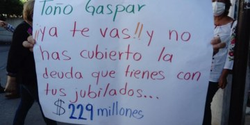 Pensionados y jubilados del ISSSPEG exigen a Toño Gaspar pagar los 230 mdp que adeuda 4