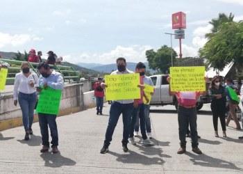 Proveedores exigen al gobernador de Guerrero pagos de insumos y servicios 5