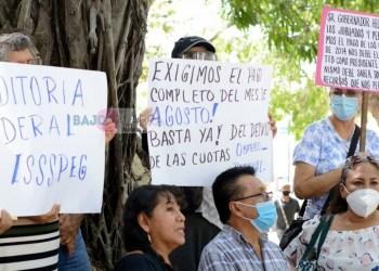 Acapulco: jubilados piden pago de pensiones y auditar al ISSSPEG 8