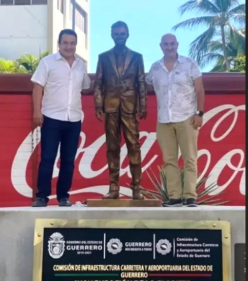Acapulco: usan a Eugenio Derbez para robarse dinero público; colocan fea estatua 1