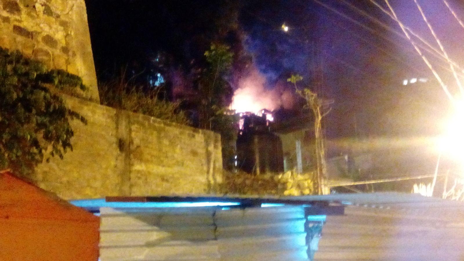 Se incendia casa en la colonia Alto Mirador de Acapulco