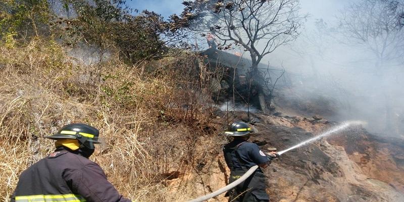 Familia acapulqueña pierde vivienda al quemarse