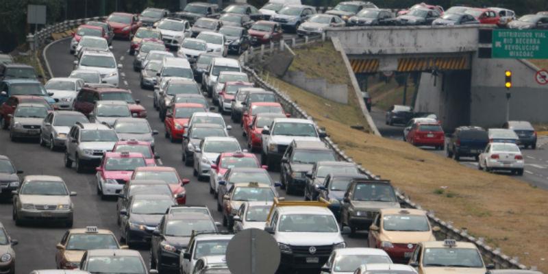 Molestos, enfrentan ciudadanos tercer día de contingencia en CDMX