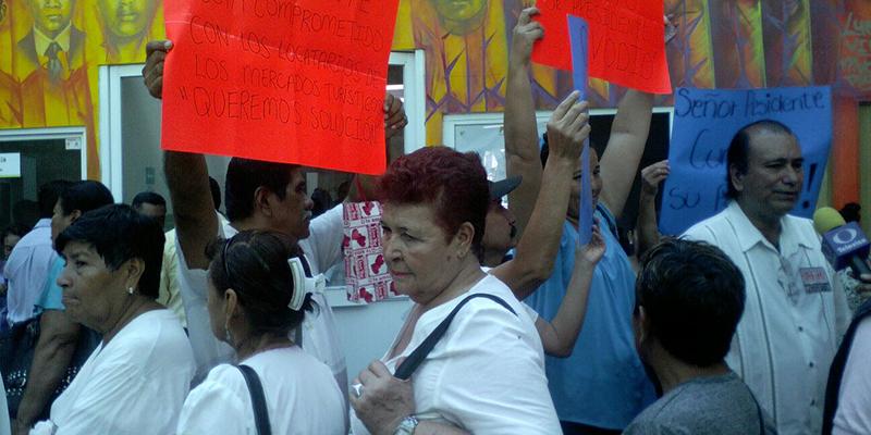 Comerciantes de artesanías de Acapulco pagan piso al crimen, denuncian