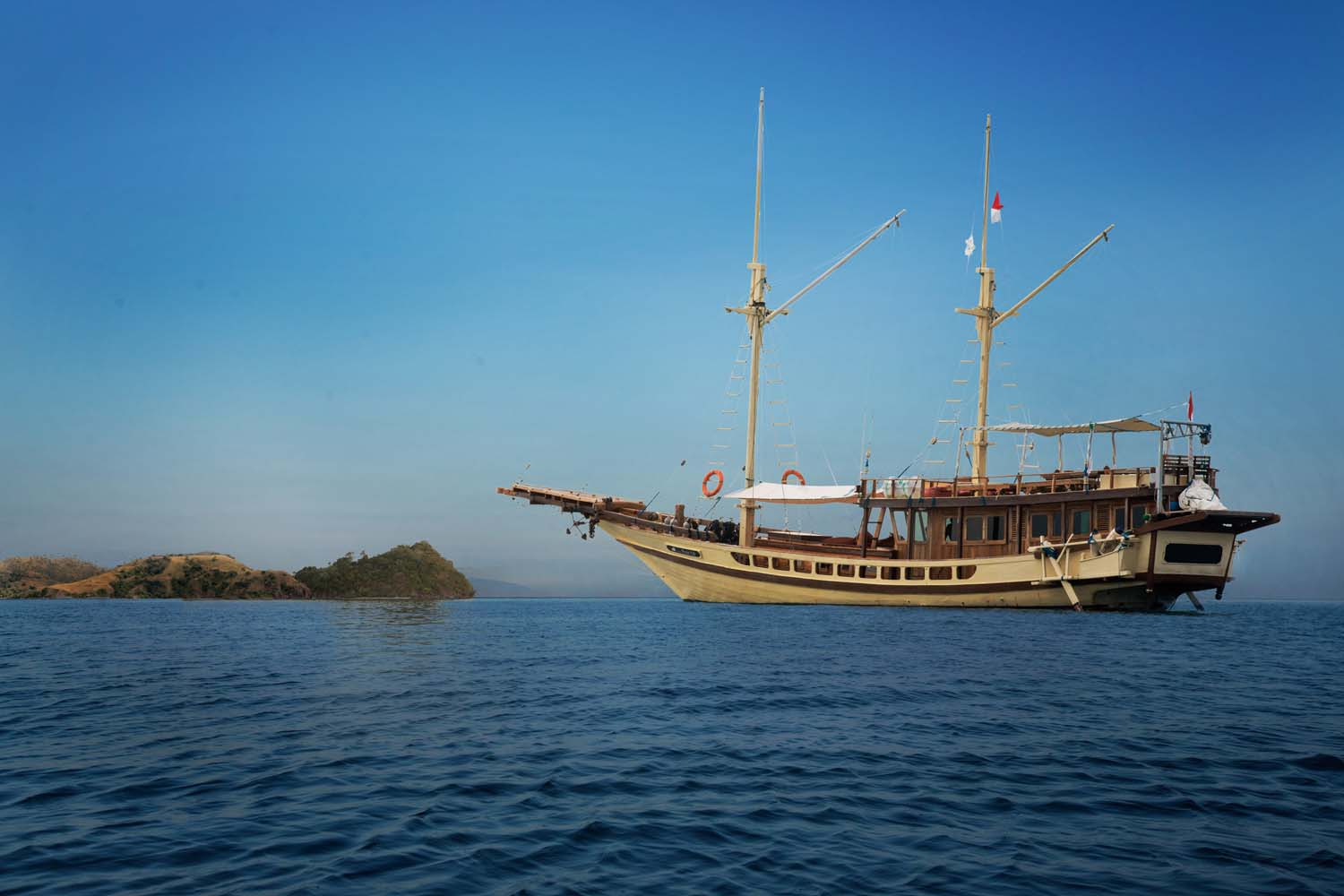Komodo Boat Charter Labuan Bajo, komodo boat rental, labuan bajo boat charter, labuan bajo cruise, phinisi boat komodo, komodo boat tours, boat rent labuan bajo 2018, private cruise komodo, luxury yacht komodo, speedboat rental labuan bajo.