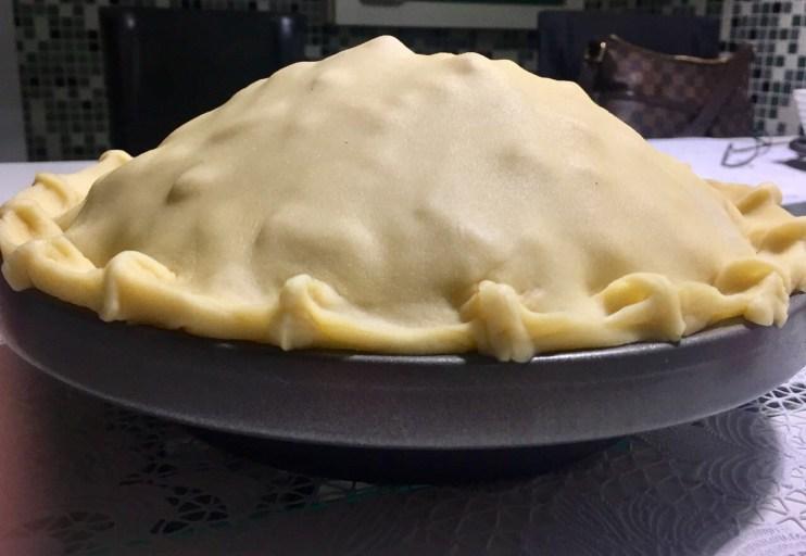 Torta de Maça Americana - cobrindo e fechando a massa.