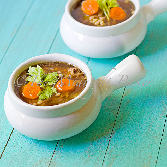 Beef Barley Soup | bakeatmidnite.com | #soup #beefbarleysoup