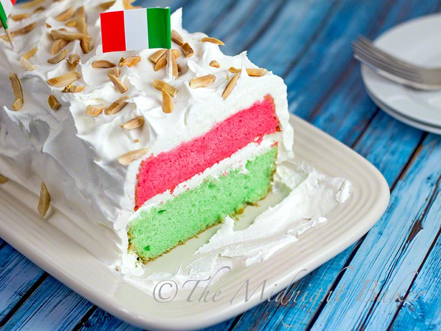 Italian Flag Cake #whitecakemix #desserts #almondcake