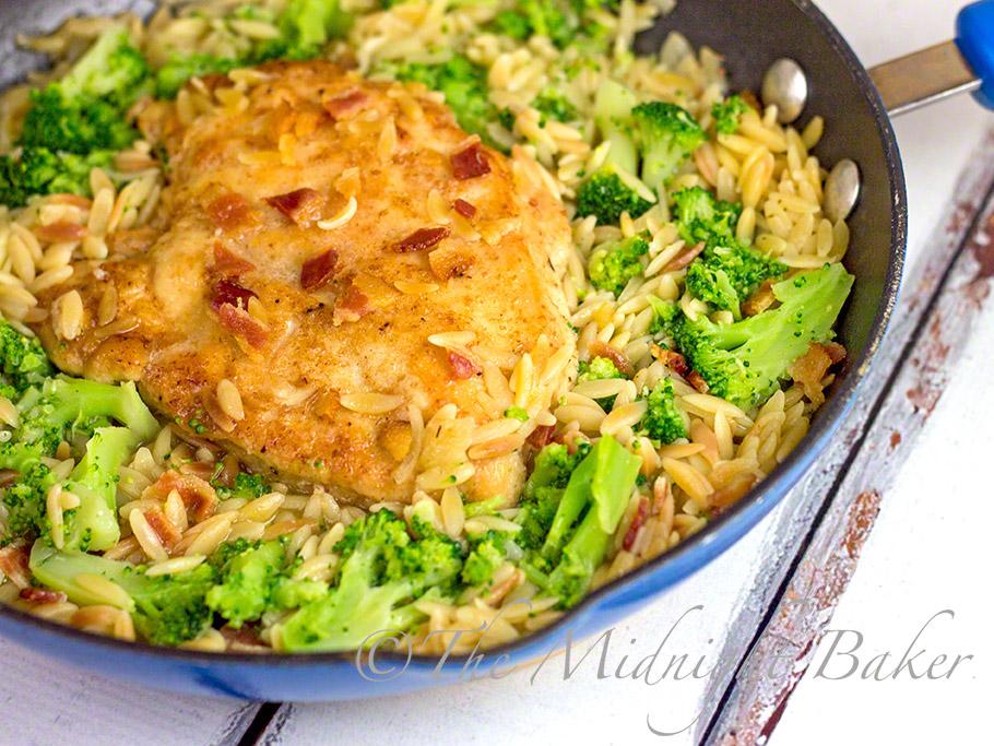 One-Pan Chicken & Orzo Skillet Dinner #SkilletDinners #OnePanMeals #ChickenRecipes