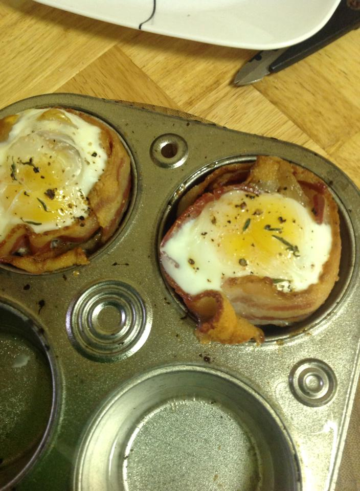 Bacon and Egg Muffins aka Breakfast in a Cup | bakeatmidnite.com | #breakfast #muffins #bacon