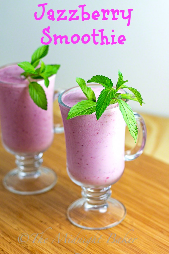 Raspberry Smoothie | bakeatmidnite.com | #smoothies #beverages #healthy