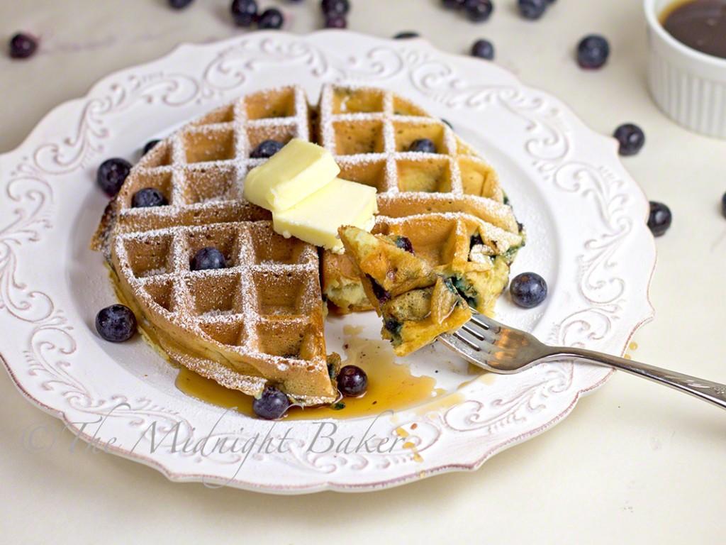 Sour Cream & Greek Yogurt Blueberry Waffles | bakeatmidnite.com | #waffles #blueberrywaffles #greekyogurt #breakfast