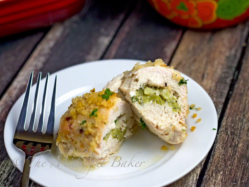 Broccoli Cheese Chicken Rollups | bakeatmidnite.com | #chicken #stuffedchickenbreast #easyfamilydinners