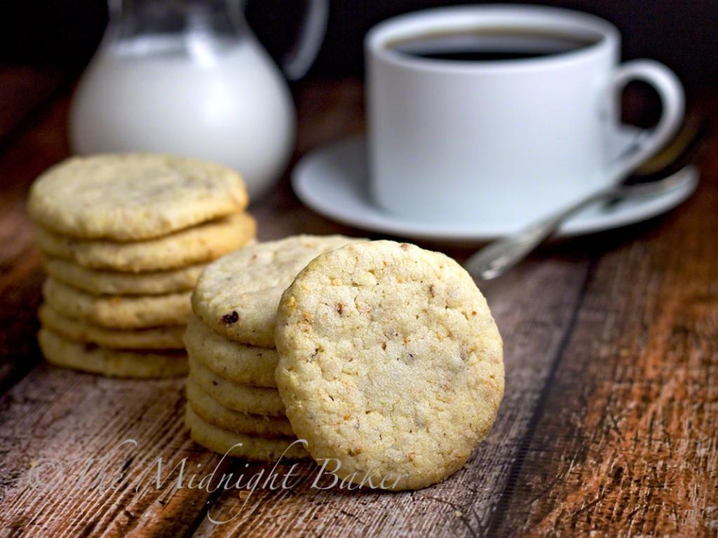 Almond Sandies   bakeatmidnite.com   #almondcookies #shortbread #potatochipcookies