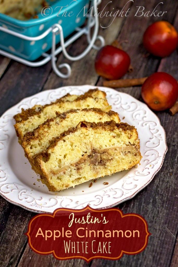 Apple Cinnamon White Cake | bakeatmidnite.com | #coffeecake #applecake #streuselcoffeecake