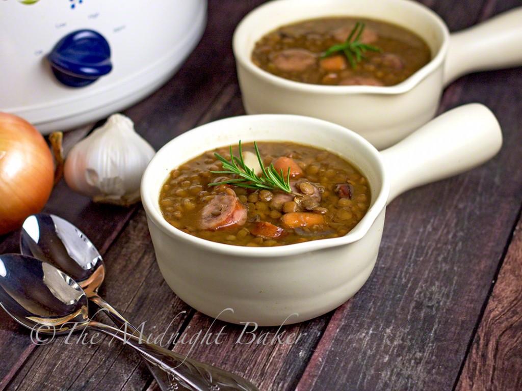 Slow Cooker Smoked Sausage Lentil Soup | bakeatmidnite.com | #slowcooker #crockpot #llentilsoup #soup