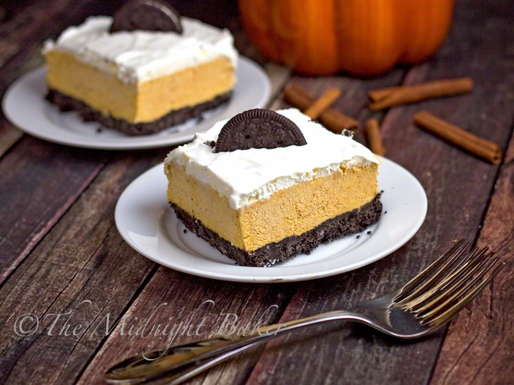 Pumpkin Oreo Cream Dessert Squares | bakeatmidnite.com | #pumpkinpie #desserts #icecream