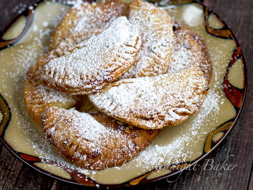 Fried Jam Pies | bakeatmidnite.com | #pies #snacks #leftovers