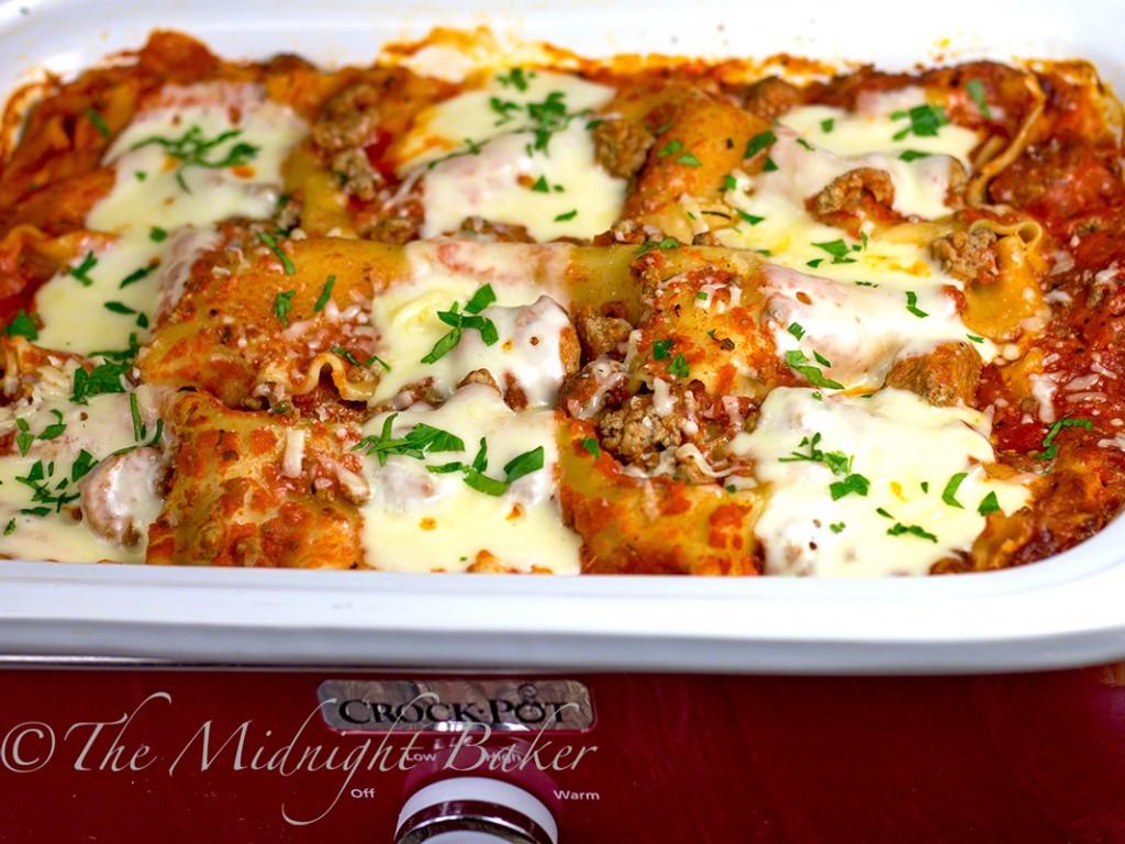 Slow Cooker Hot Five-Cheese Lasagna | bakeatmidnite.com | #slowcooker #crockpot #lasagna #hotandspicylasagna