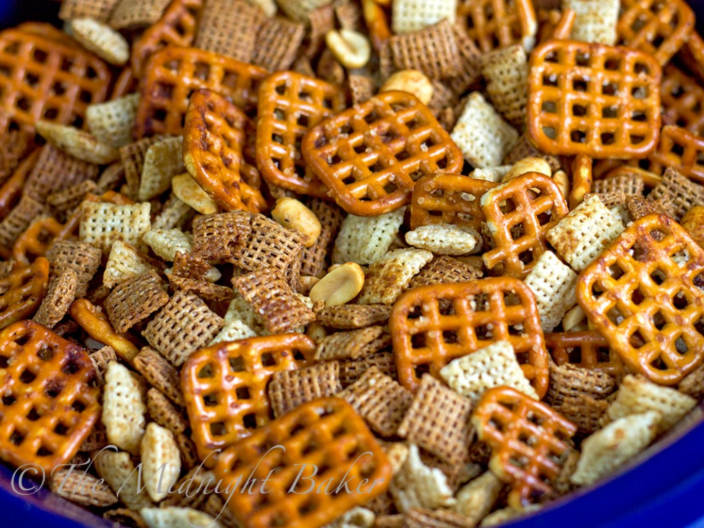 Slow Cooker Chex Snack Mix | bakeatmidnite.com | ##chexsnackmix, #partyfood #ricechex #wheatchex