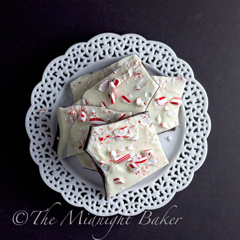 Peppermint Bark | bakeatmidnite.com | #candy #bark #christmas