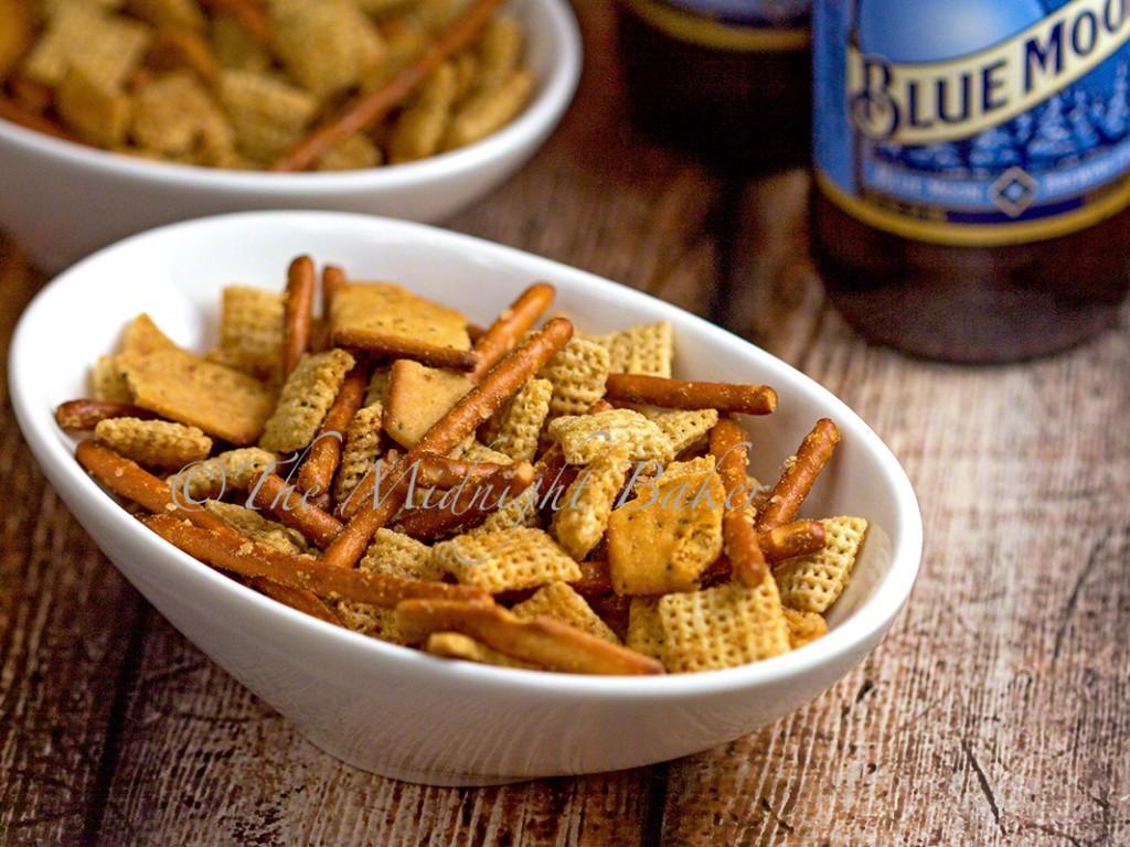 Parmesan Garlic Snack Mix | bakeatmidnite.com | #snacks #superbowl #chexmix