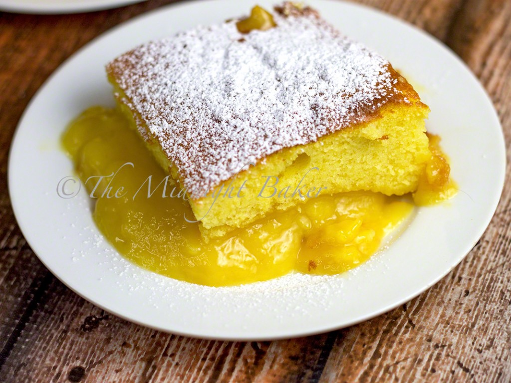 Lemon Pudding Cake | bakeatmidnite.com | #desserts #lemoncake #lemonpudding