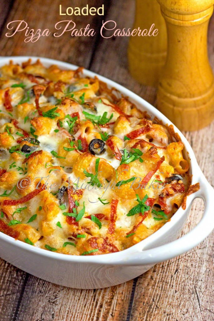 Loaded Pizza Pasta Casserole | bakeatmidnite.com | #pizza #casseroles #pasta