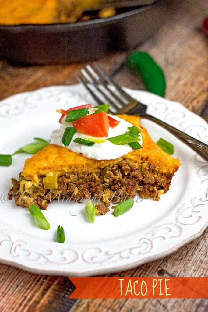 Deluxe Skillet Taco Pie   bakeatmidnite.com   #tacos #groundbeef #skilletdinners #mexican