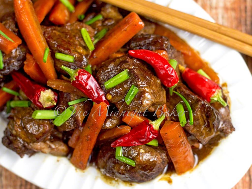 Slow Cooker Sichuan Beef & Carrots | bakeatmidnite.com | #slowcooker, #crockpot #beef #asian