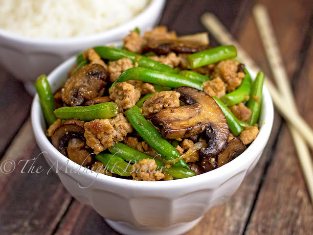 Pork with Caramelized Mushrooms & Green Beans | bakeatmidnite.com | #pork #greenbeans #healthy #recipe