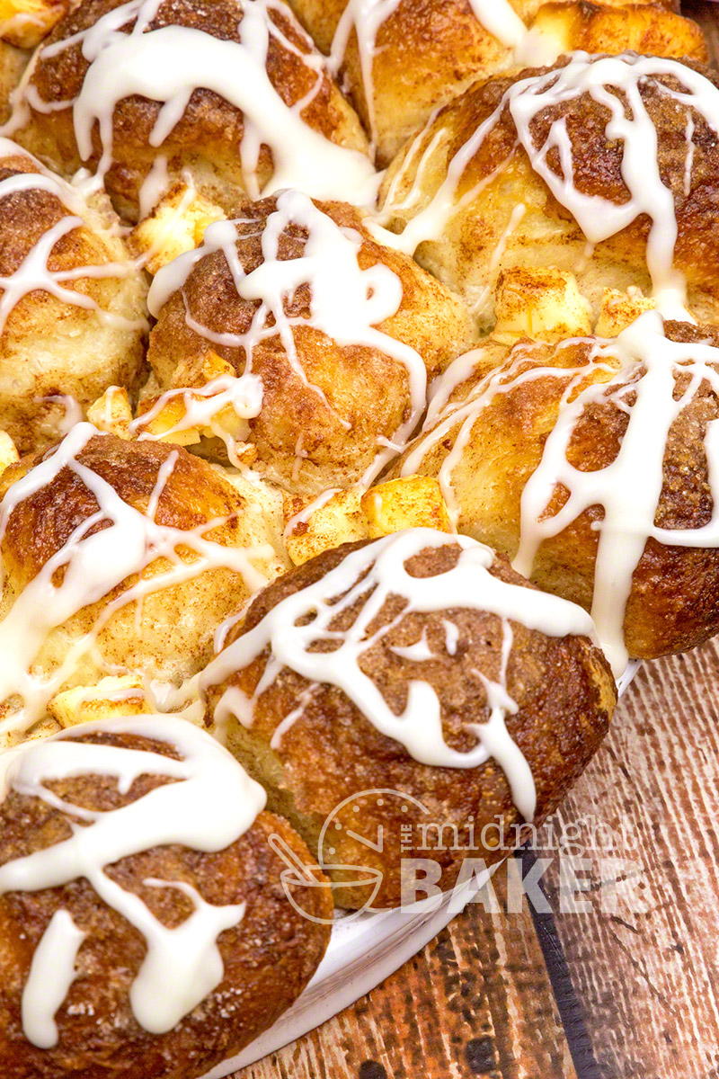This cinnamon cheese pull-apart starts with frozen dinner rolls. Nothing could be easier!