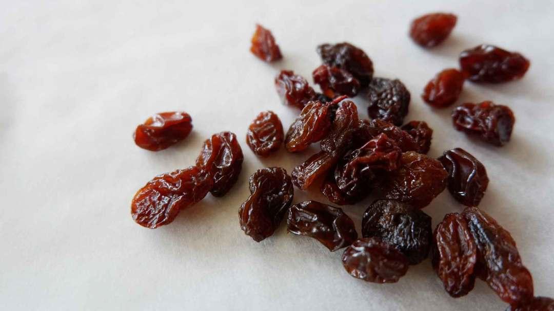 an image of raisins