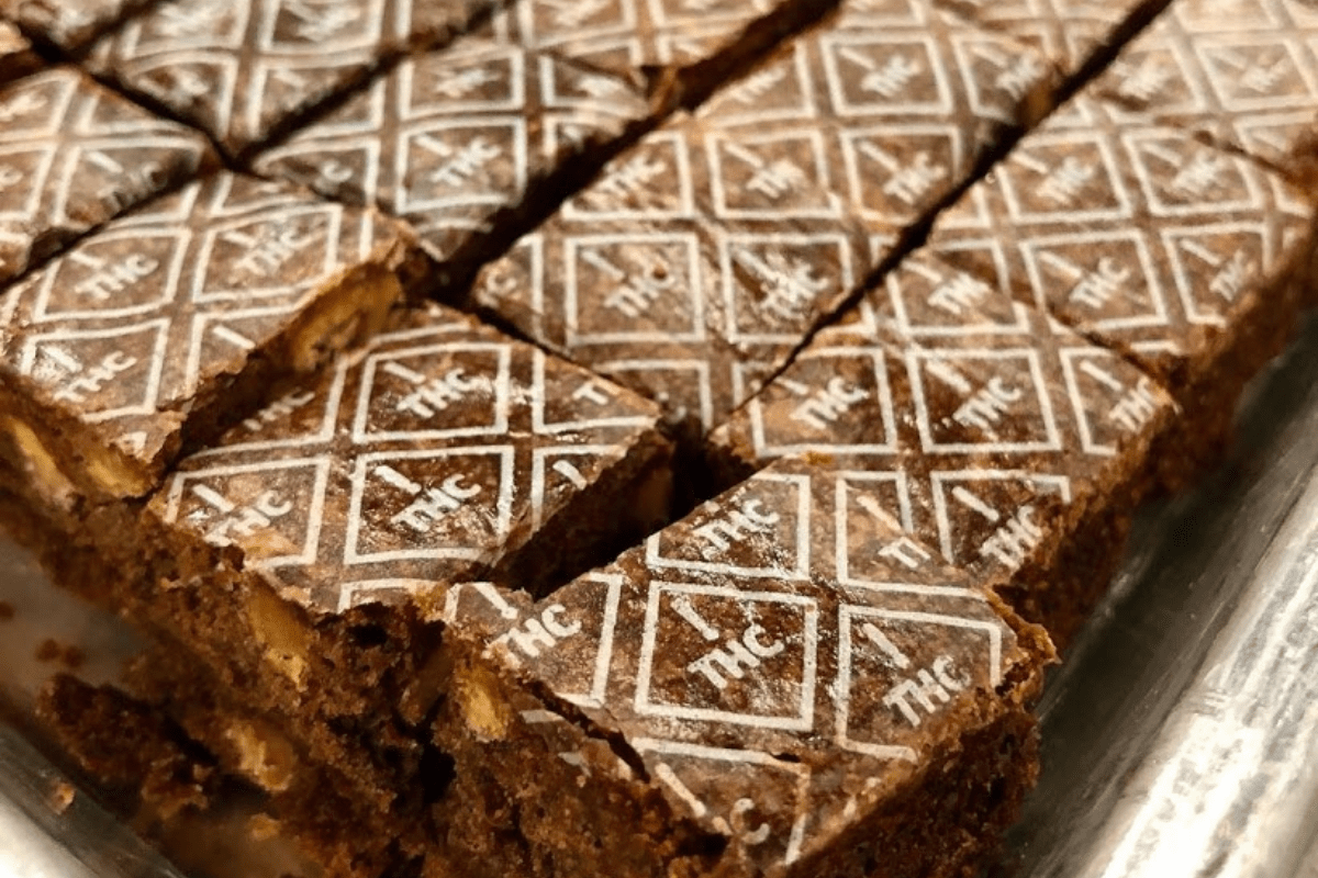 brownies with white thc symbols