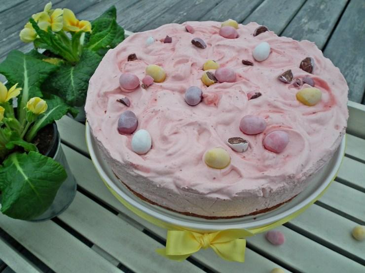 jordbærmoussekake_jordbærmousse_jordbær_mousse_kake_glutenfri_dessert_nøttebunn_bakemagi7