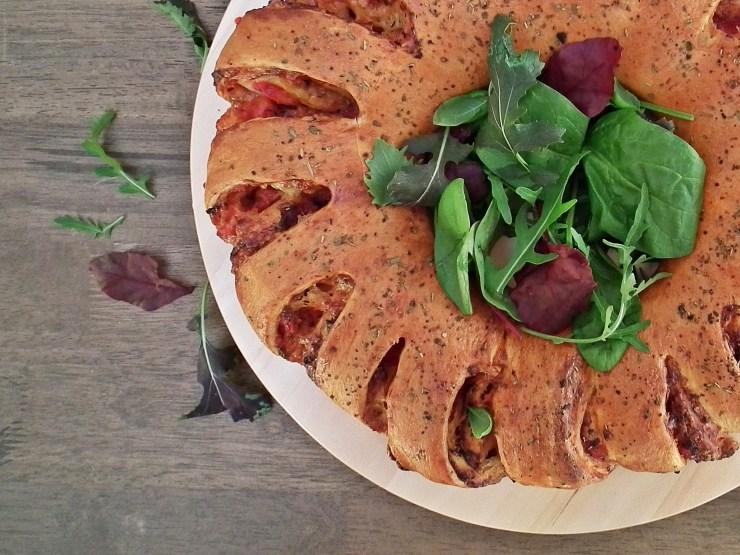 pizza_pizzablomst_pizzakrans_pizzawreath_pizzasnurrer_oppskrift_bakemagi7