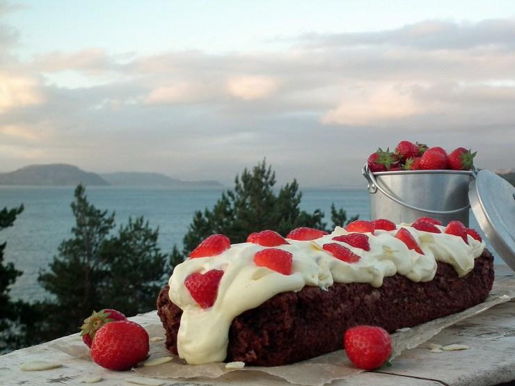 brownie_vaniljekrem_jordbær_sjokolade_sjokoladekake_krem_oppskrift_bakemagi_5