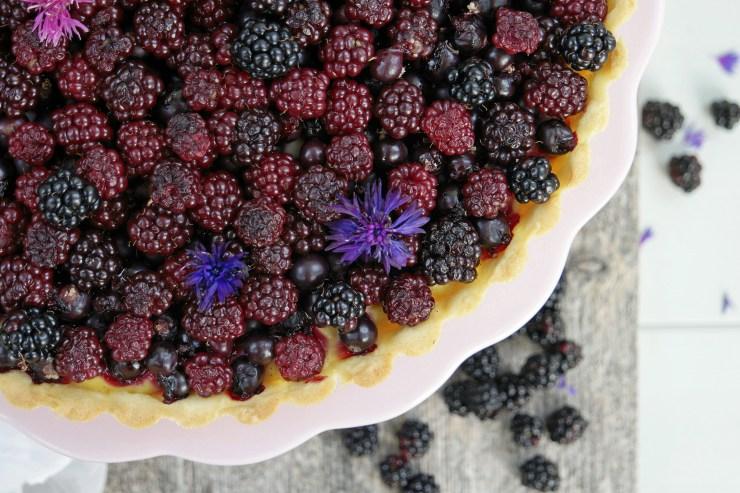 bjørnebærpai_pai_bjørnebær_vaniljekrem_solbær_terte_kake_dessert_bær_oppskrift_bakemagi_bakemagino_2