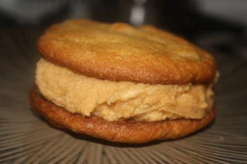 A close up of the peanut butter, honey and banana sandwich cookie