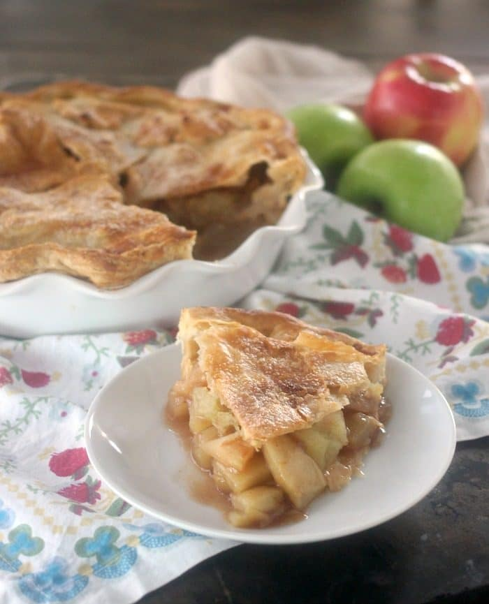 A slice of apple pie on a plate