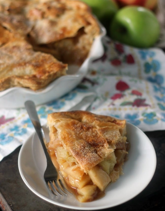 Slice of apple pie showing the apple filling