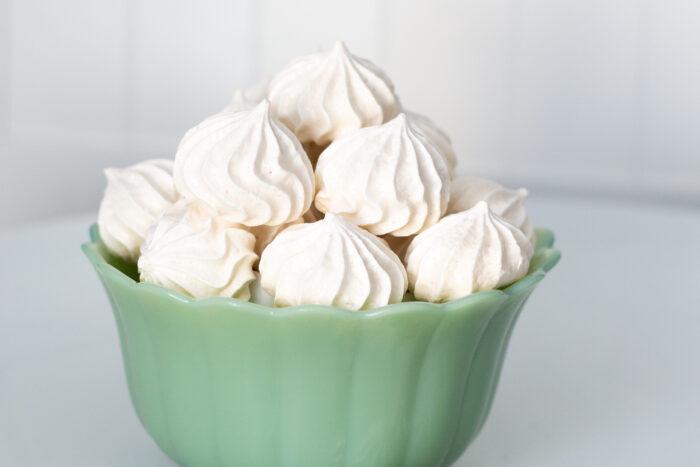 Vanilla Meringue cookies in a bowl