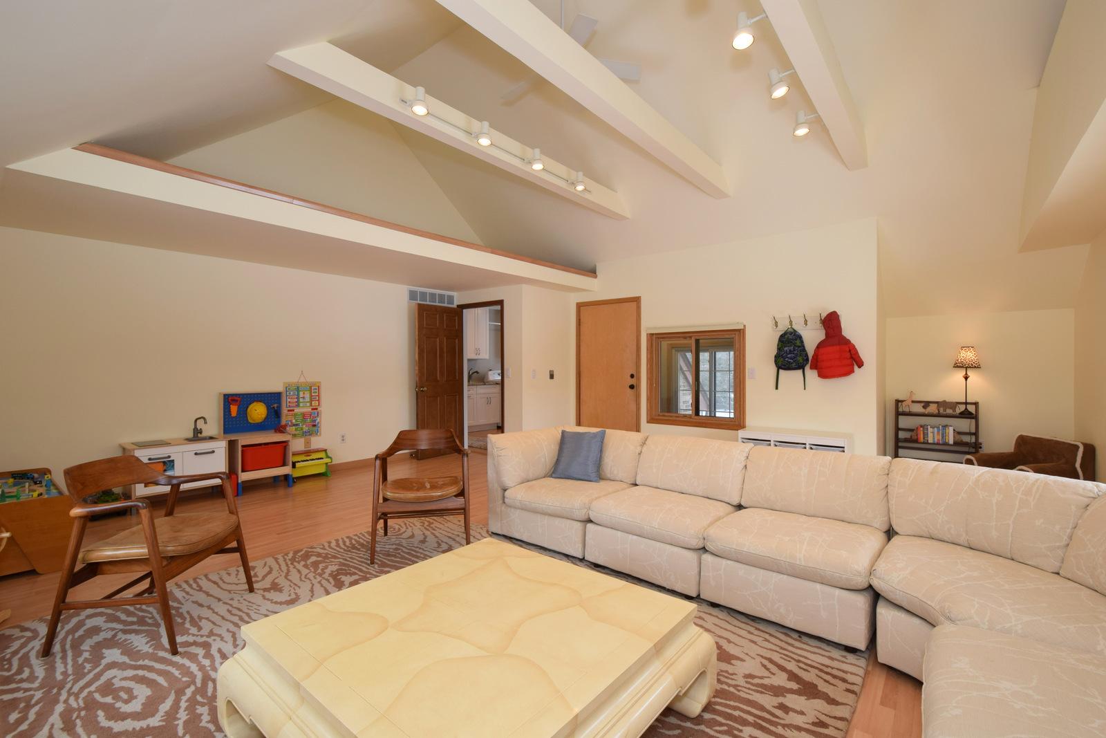 Main Floor Bonus Room