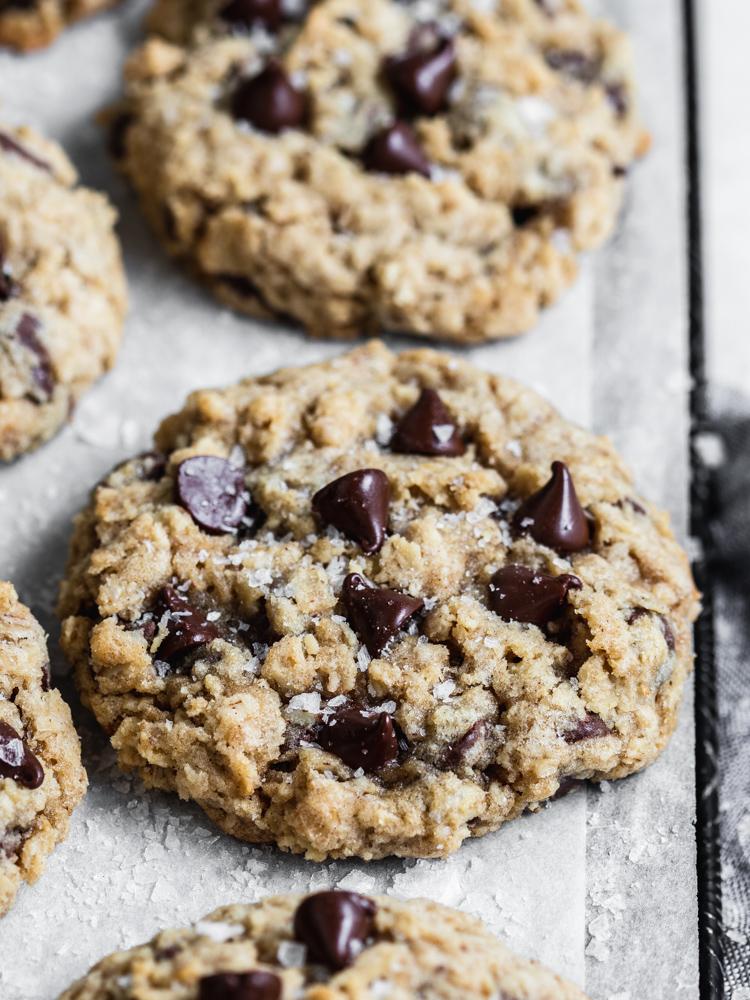 cinnamon oatmeal chocolate chip cookies