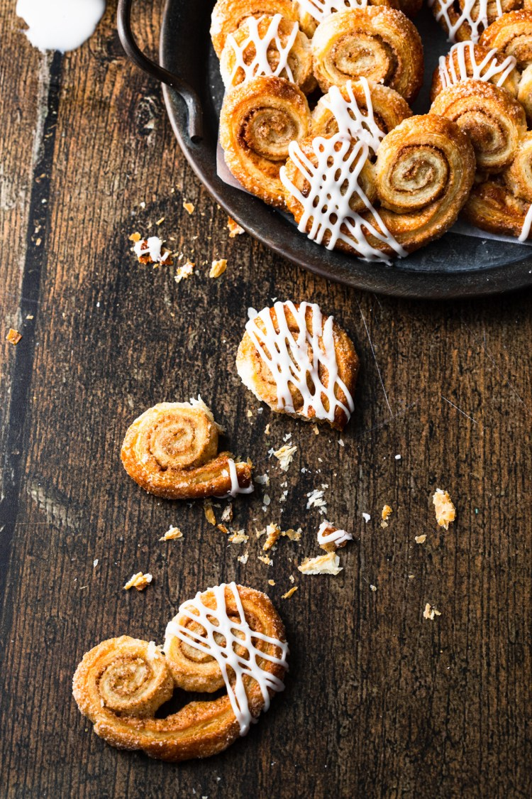 broken palmier on a wood table